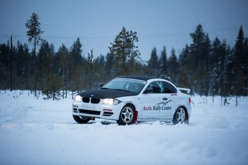 SPORT WINTER DRIVING AUF DEM EIS IN LAPPLAND